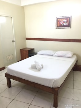QM Pension House Tagbilaran Guestroom