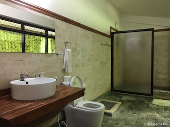 Bohol Villa Formosa Bathroom