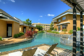 Be Grand Resort Bohol Outdoor Pool