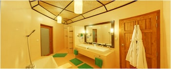 Angaga Island Resort & Spa - Bathroom  - #0