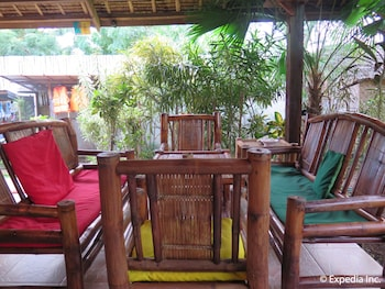 Reggae Guesthouse Bohol Lobby Sitting Area