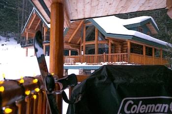Snow Creek Cabins by Fernie Lodging Co.