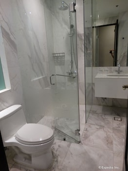 Luneta Hotel Manila Bathroom Shower