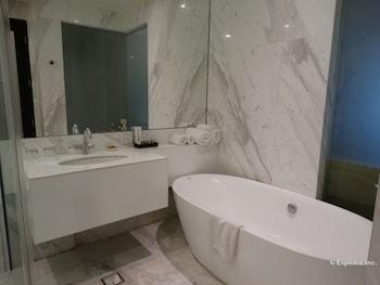 Luneta Hotel Manila Deep Soaking Bathtub