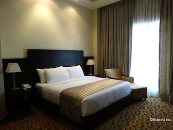 Luneta Hotel Manila Guestroom