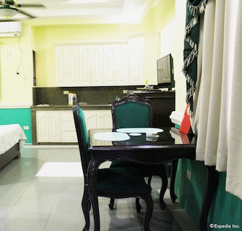 Kokomo's Suites Hotel Pampanga In-Room Dining
