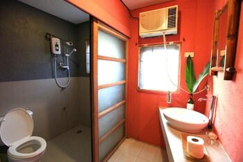 Hannah Hotel Boracay Bathroom