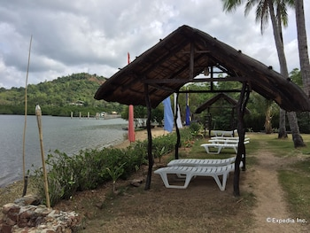 Discovery Island Resort And Dive Center Coron Sundeck