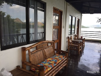 Discovery Island Resort And Dive Center Coron Terrace/Patio