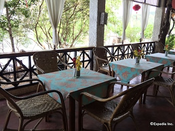 Discovery Island Resort And Dive Center Coron Restaurant