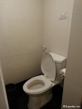 Blueberry Tourist Hotel Davao Bathroom