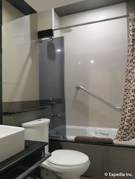 The Metropolis Suites Davao Bathroom