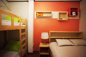 1 Bed in 6-Bed Female Dormitory Room