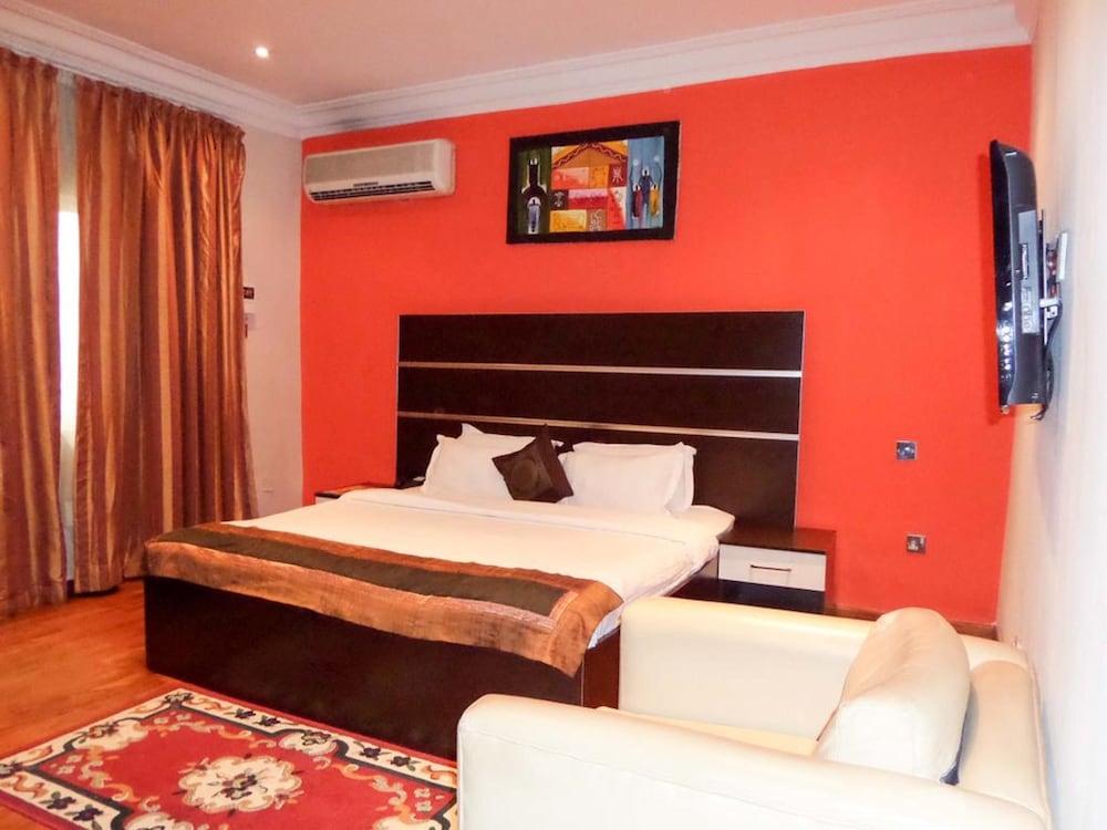 Hotel Aries Suites