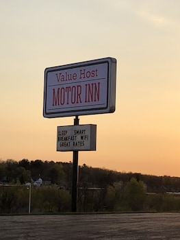 Value Host Motor Inn in Marquette, Michigan
