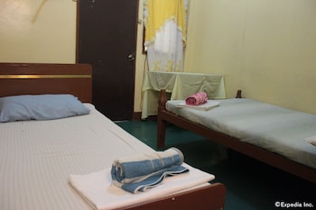 Coron Reef Pension House Guestroom