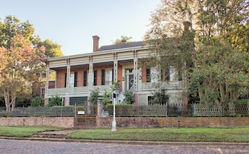 Corners Mansion Inn- A Bed & Breakfast