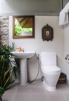 Balai Sa Baibai Camiguin Bathroom
