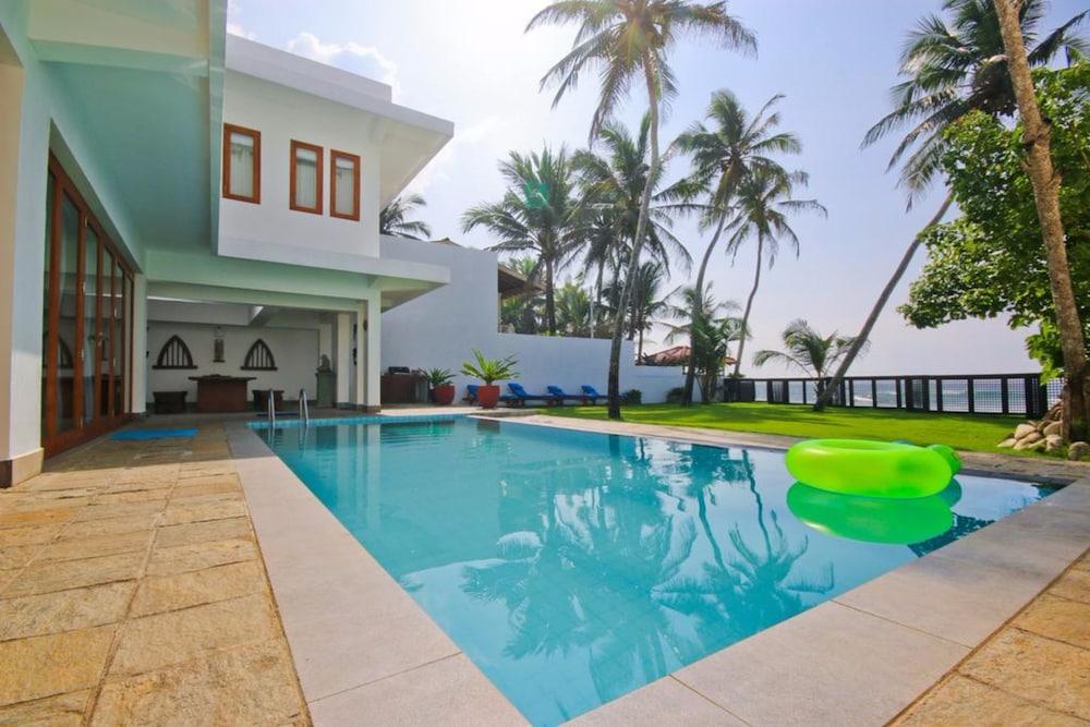 Footprints Villa