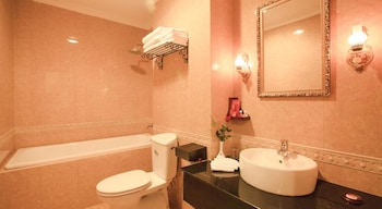 Den Long Do Hotel & Restaurant - Bathroom  - #0