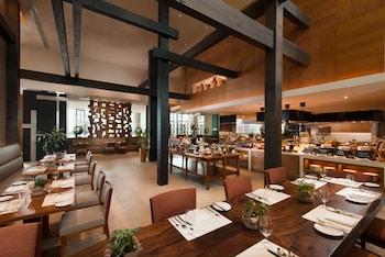 Conrad Hotel Manila Breakfast Area
