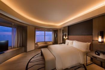 Conrad Hotel Manila Guestroom