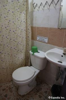 Remari Tourist Inn Puerto Princesa Bathroom