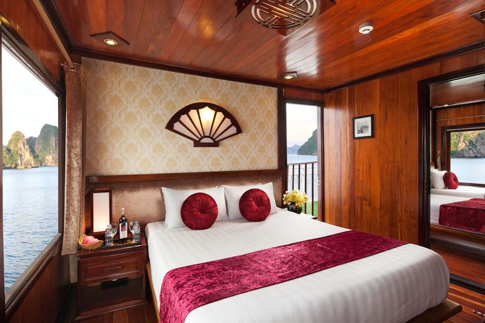 Galaxy Premium Cruises Halong Bay