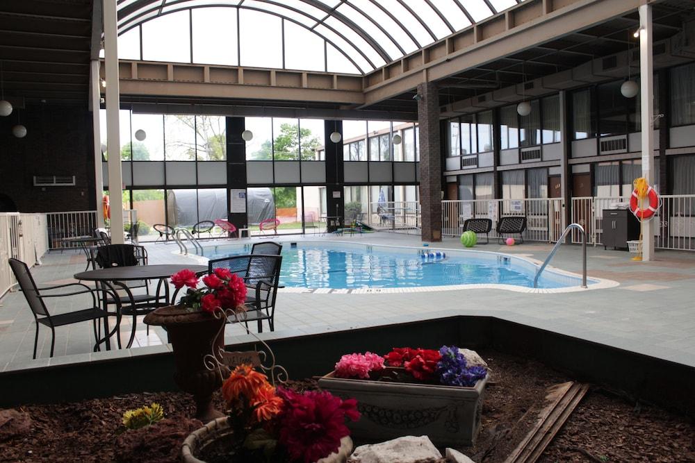 Newark Garden Finger Lakes Hotel