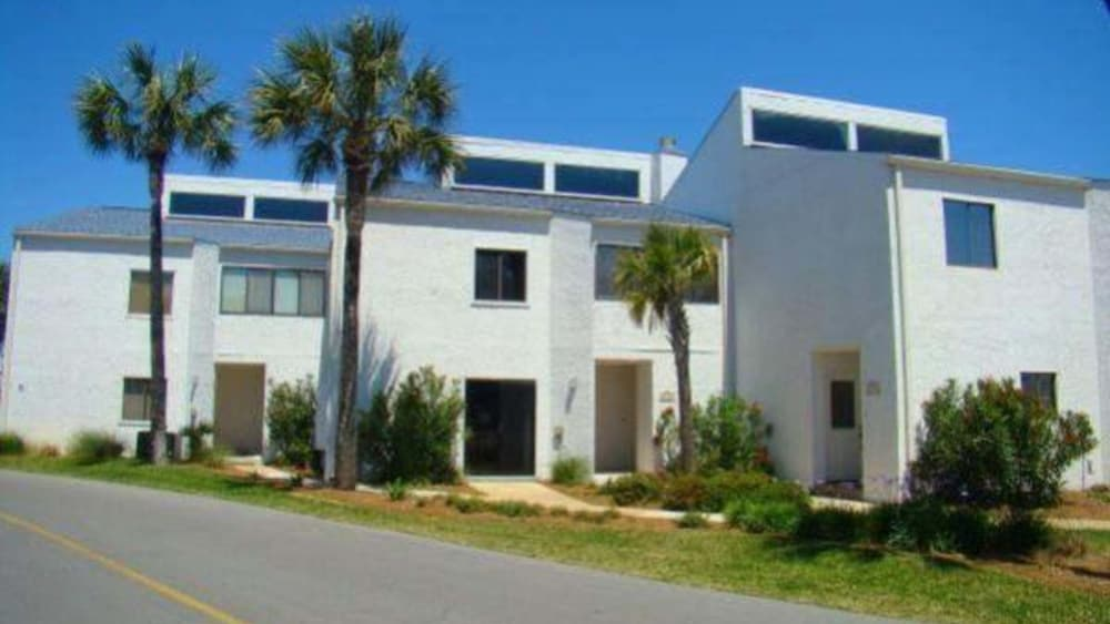 Shoreline Townhome by Holiday Isle