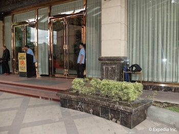 Central Park Tower Resort Angeles Hotel Entrance