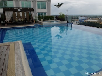 Central Park Tower Resort Angeles Infinity Pool