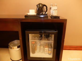 Central Park Tower Resort Angeles Mini-Refrigerator