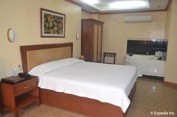 Pacific Breeze Hotel Angeles Guestroom