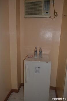 Pacific Breeze Hotel Angeles Mini-Refrigerator