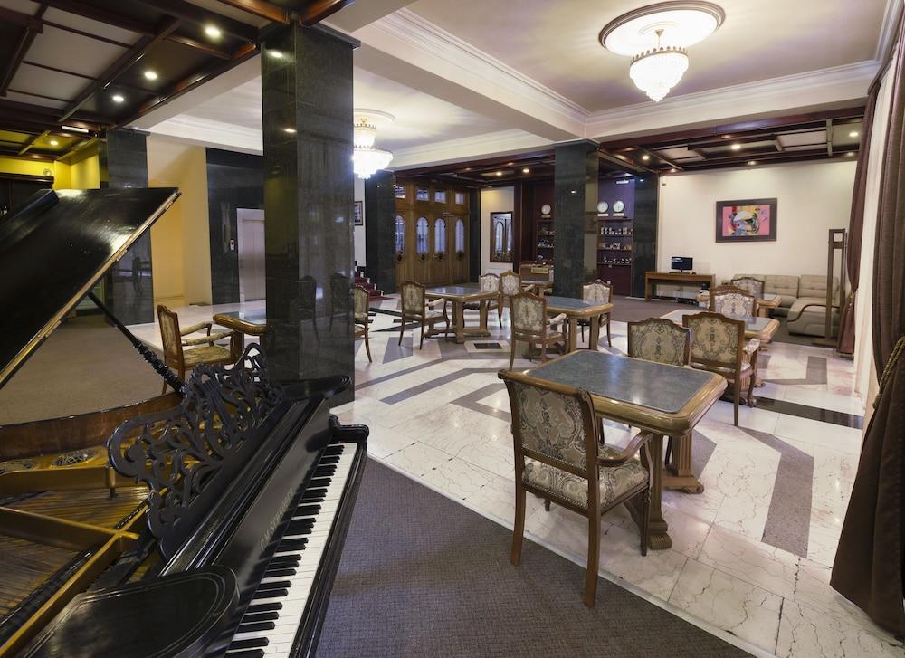 Ani Central Inn