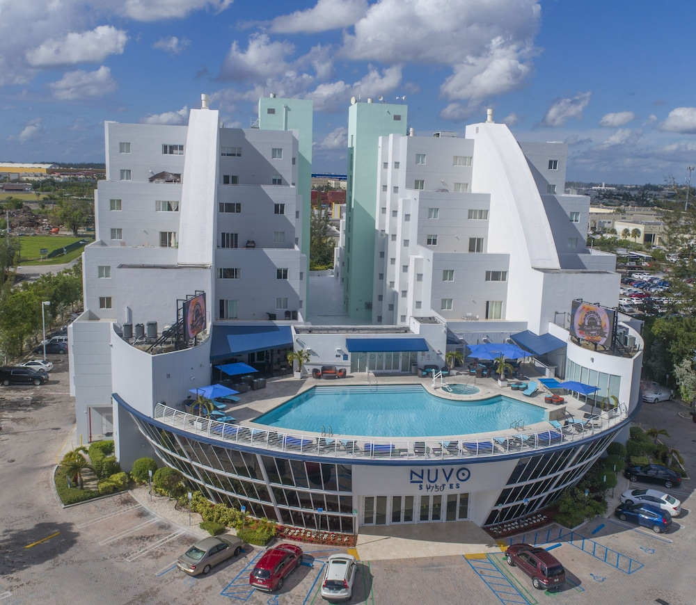 Nuvo Suites Miami Airport West/Doral