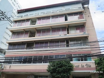 C Est La Vie Pension Cebu Hotel Front