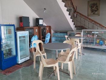 C Est La Vie Pension Cebu Dining