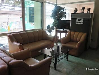 C Est La Vie Pension Cebu Lobby Sitting Area