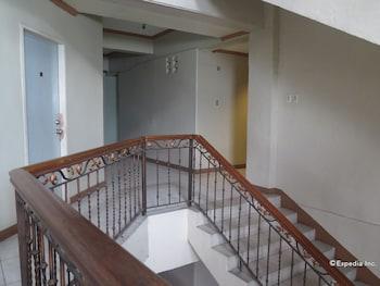 C Est La Vie Pension Cebu Staircase