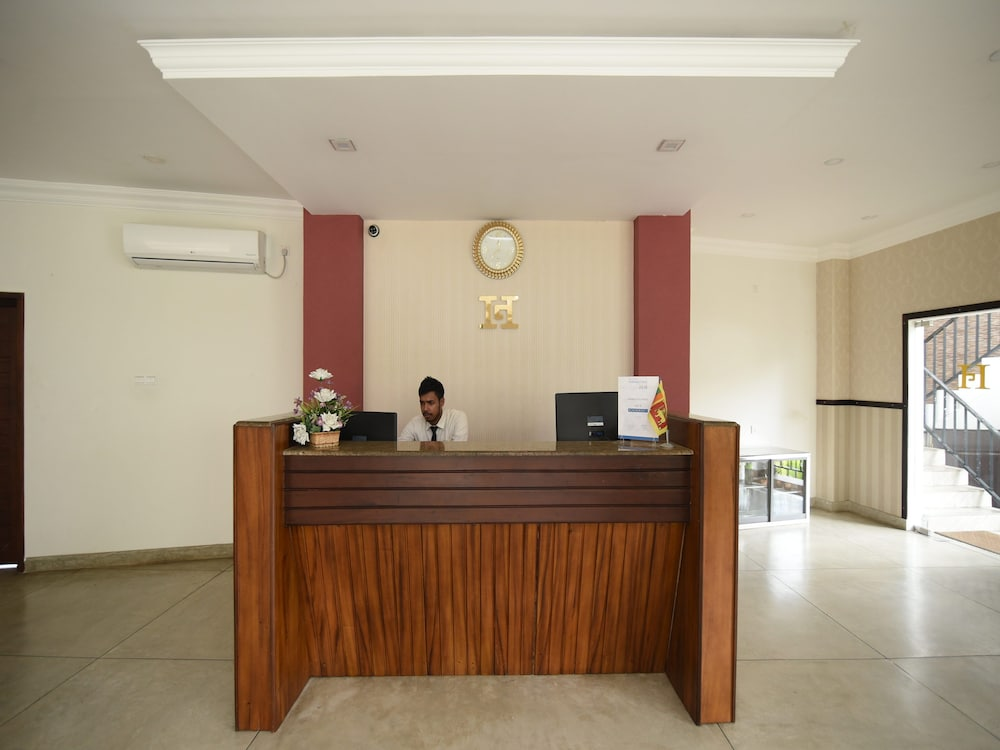 OYO 244 Galaxy City Hotel