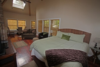 Photo for The Inn at Shasta Lake in Lakehead, California
