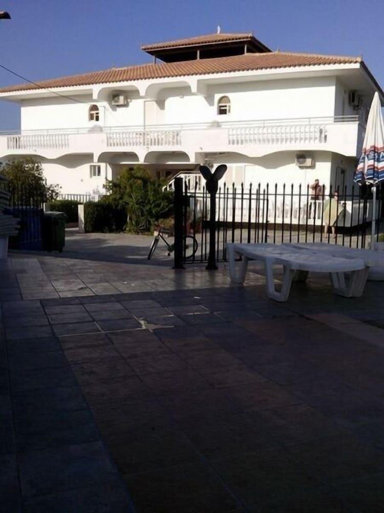 Havana Studios & Apartments