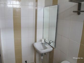 New Era Pension Inn Cebu Bathroom Sink
