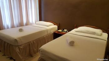 Dumaguete Royal Suite Inn Guestroom
