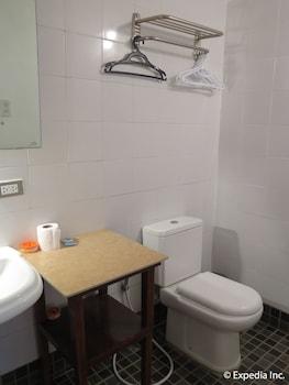 Planet Dive Anilao Bathroom