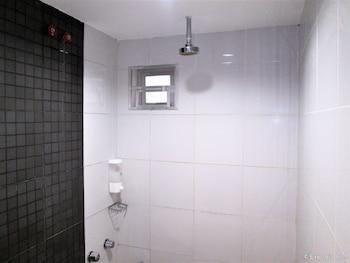 G-Galyx Innhotel Misamis Oriental Bathroom Shower