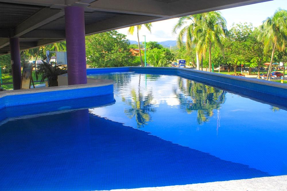 AM Hotel & Plaza