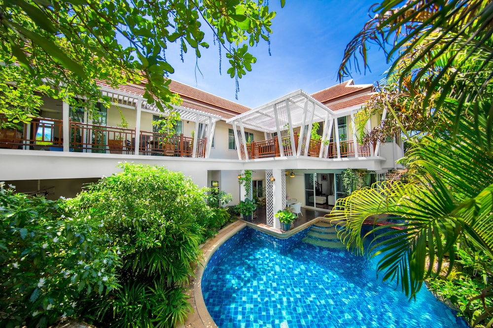PARADISE Pool Villa Pattaya in Tropicana Village